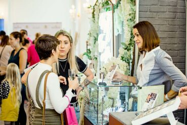 exhibitor and visitors at insposa wedding show